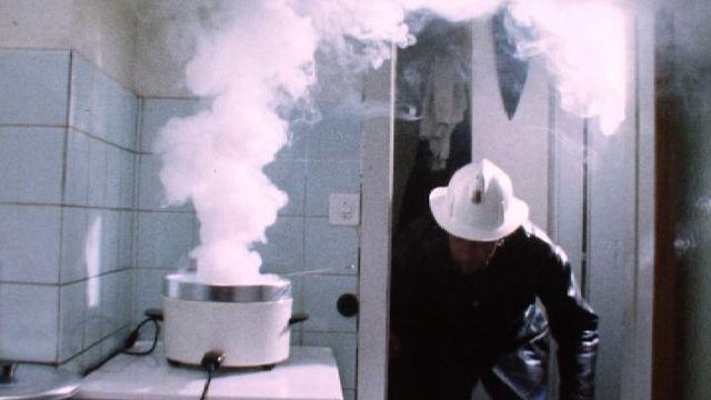Des pompiers en intervention en 1974. [RTS]