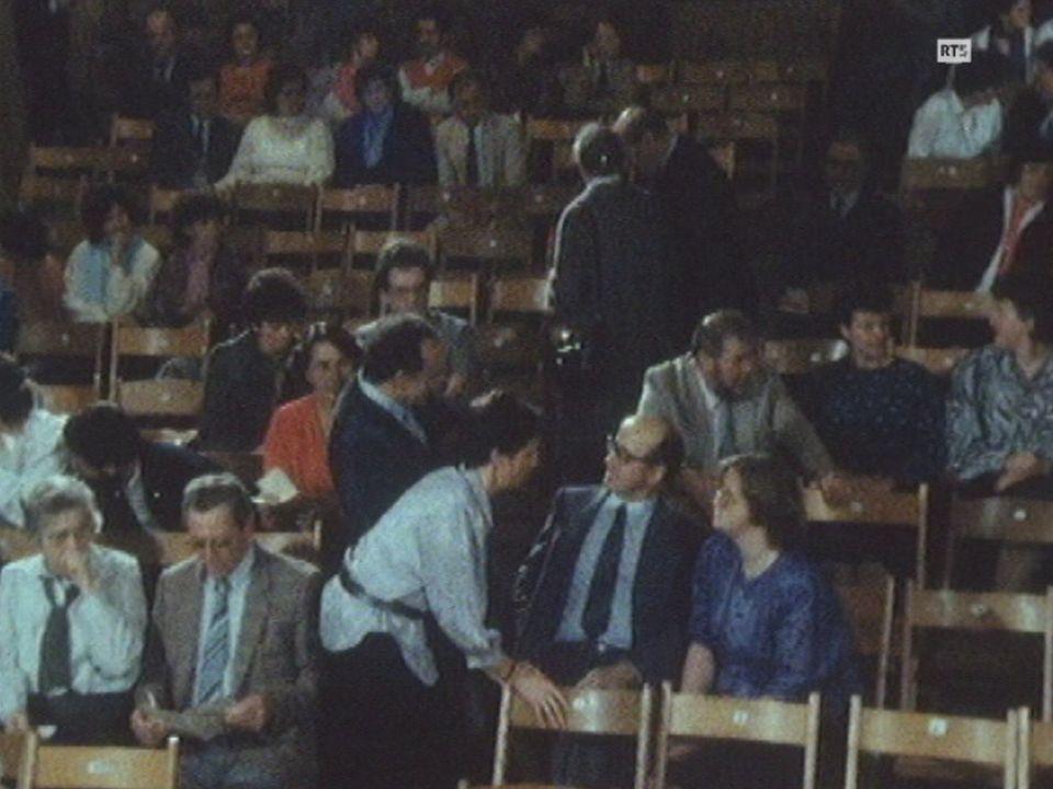 Théâtre au village d'Orzens en 1988. [RTS]