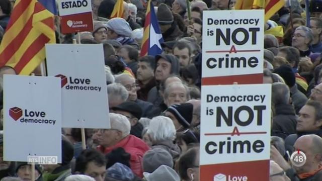 Les séparatistes ont manifesté lors de l'ouverture du procès d'Artur Mas [RTS]