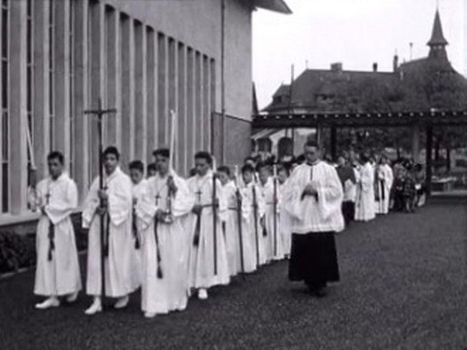 Procession pour la consécration de l'église du Christ-Roi au Petit-Lancy en 1954 [RTS]