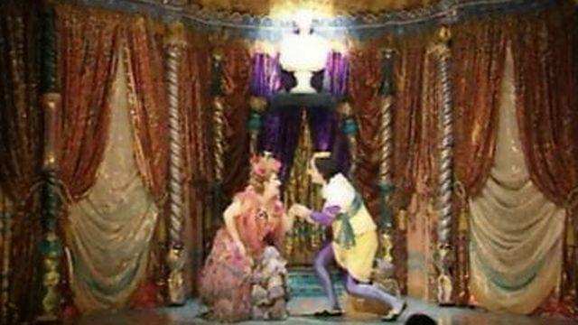 Le Roi Cerf, mis en scène par Benno Besson à la Comédie de Genève. [RTS]