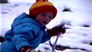 Beat Feuz enfant dans son village. [RTS]
