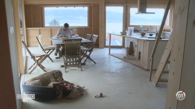 Minimag: Marc Muller habite dans une maison autarcique [RTS]