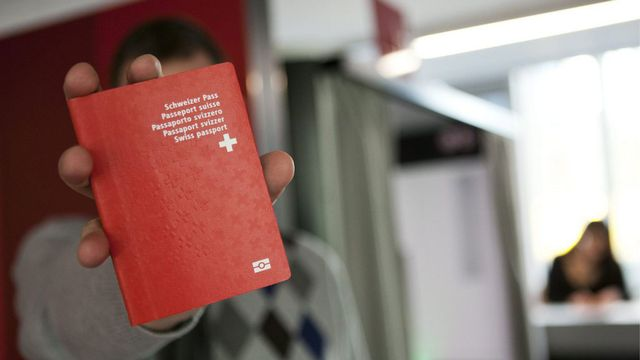 Les Suisses ont largement validé la naturalisation facilitée pour la 3e génération. [Anthony Anex - Keystone]