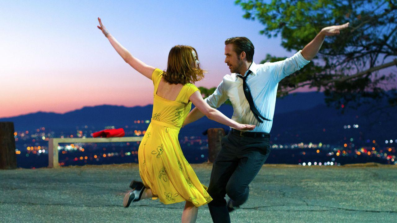 Ryan Gosling et Emma Stone à l'affiche de La La Land. [Black Label Media - AFP]