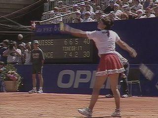 Martina Hingis pendant le match contre Amélie Mauresmo à Sion. [RTS]