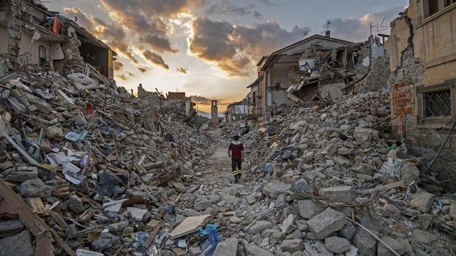 Le village détruit d'Amatrice après le séisme du 24 août. [EPA/Alessandro Di Meo - Keystone]