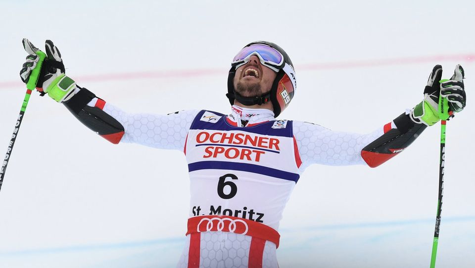 Marcel Hirscher peut enfin soulever les bras en guise de victoire à St-Moritz. [Vassil Donev - Keystone]