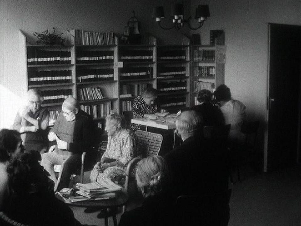 Personnes âgées au Lignon à Genève en 1968. [RTS]
