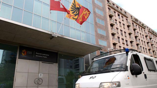 Entrée du bâtiment du Ministère public genevois. [Martial Trezzini - Keystone]