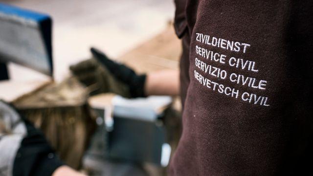 Le service civil est choisi par un nombre grandissant de jeunes Suisses. [Christian Beutler - KEYSTONE]