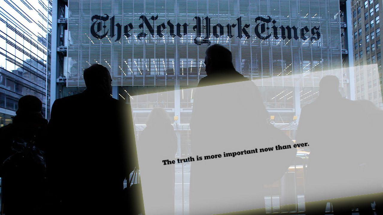 """La publicité du New York Times vise spécifiquement les contrevérités et """"faits alternatifs"""" de Donald Trump. [Reuters]"""