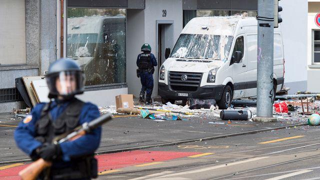 Dégâts à la Effingerstrasse après une manifestation, 22.02.2017. [Lukas Lehmann - Keystone]