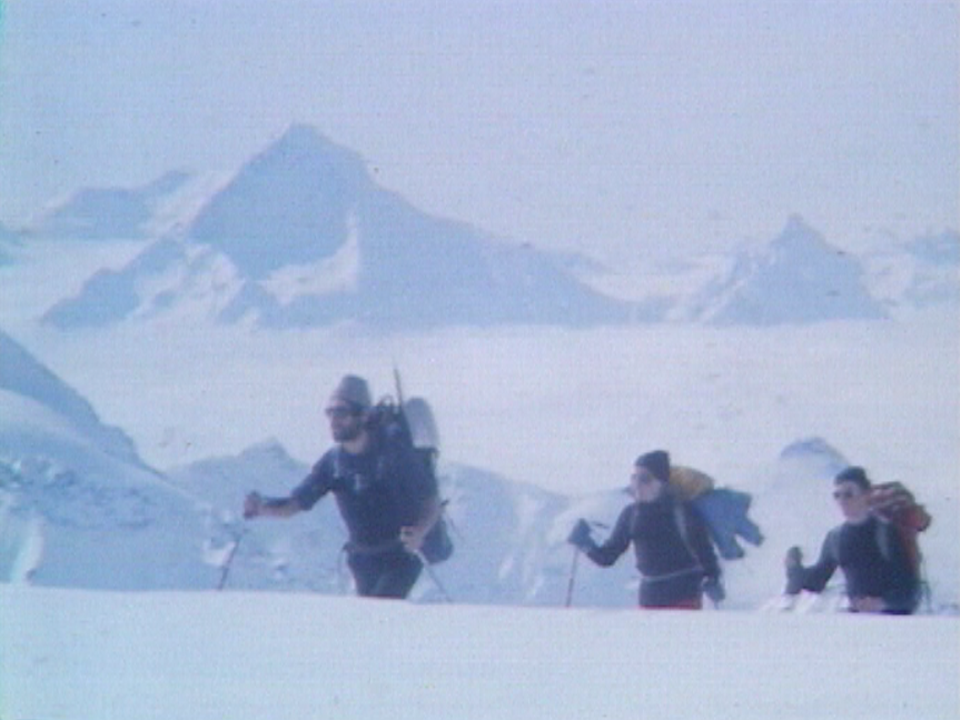 Ski-alpinisme sur la voie de la Haute-route, 1978. [RTS]