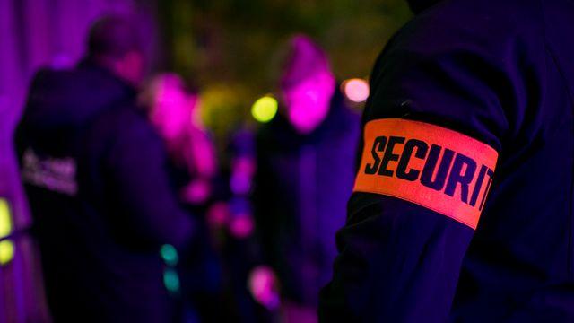 Un agent de sécurité à l'entrée d'un club (image d'illustration). [Jean-Christophe Bott - Keystone]