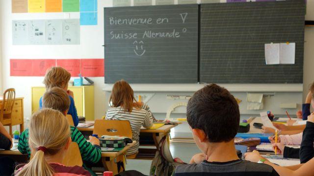 La Confédération veut préciser dans la loi que l'enseignement du français commence au degré primaire. [Céline Fontannaz - Keystone]