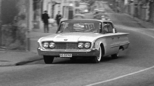 Automobile dans les rues de Genève en 1960. [RTS]
