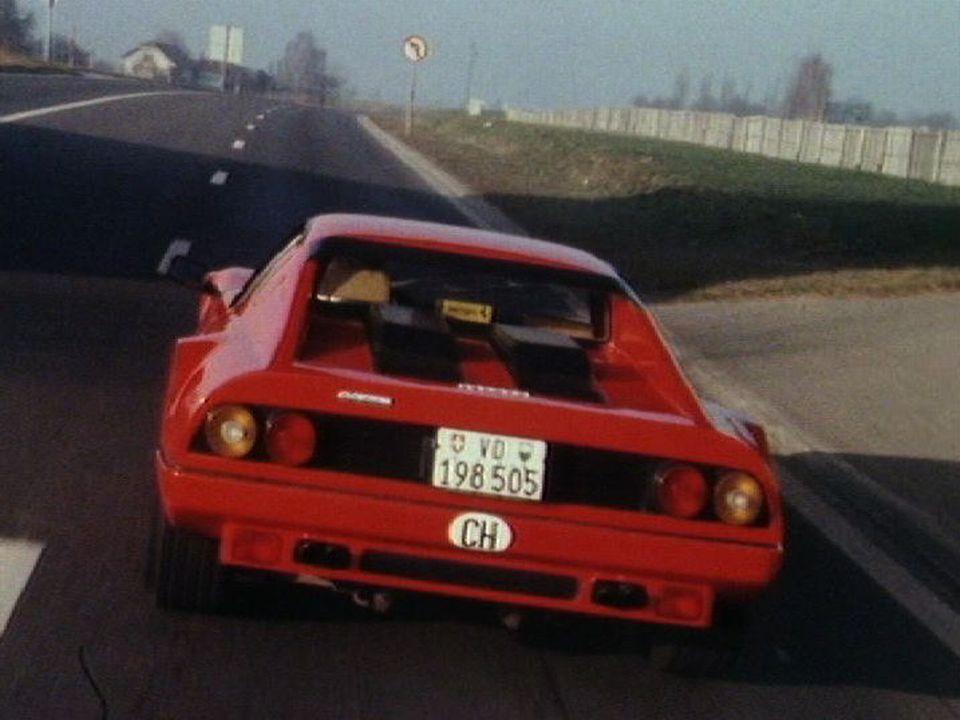 Une voiture Ferrari dans la campagne vaudoise en 1990. [RTS]