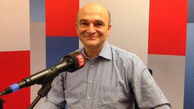 Le médecin et chercheur Jacques Schrenzel, un spécialiste des bactéries intestinales et des maladies infectieuses, dans les studios de la RTS à Genève. Cyril Delemer RTS [Cyril Delemer - RTS]