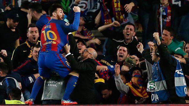 Lionel Messi fête la victoire du FC Barcelone contre Paris Saint-Germain. [Benjamin Cremel / DPPI - AFP]
