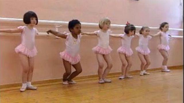 Cours de danse chez Cilette Faust à Sierre en 2000 [RTS]