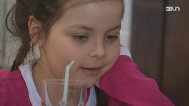 Pauline, une scolarité normale grâce au Centre d'allergie Suisse [RTS]