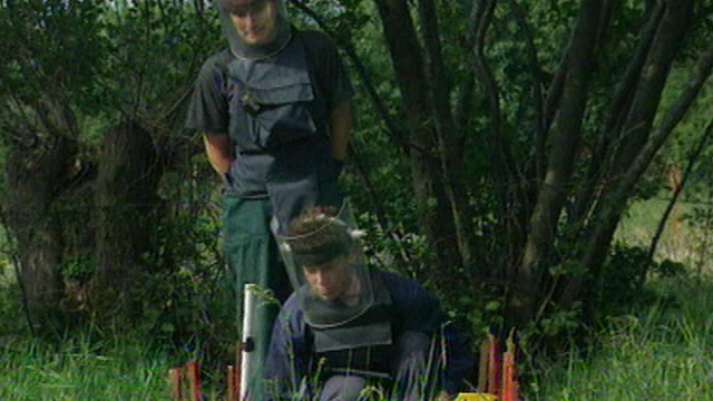Déminage au Kosovo en 2000. [RTS]
