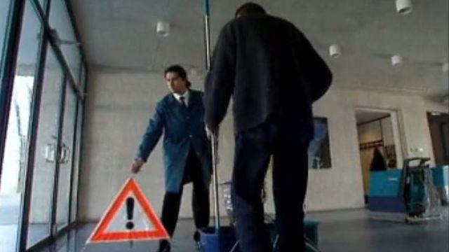 Les concierges ne sont pas dans l'escalier mais à l'école... [RTS]