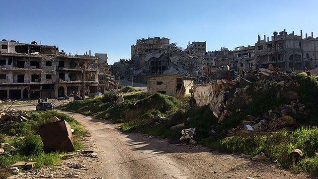 La vieille ville de Homs: des tas de gravats et des squelettes d'immeubles à perte de vue. [Alexandre Habay - RTS]