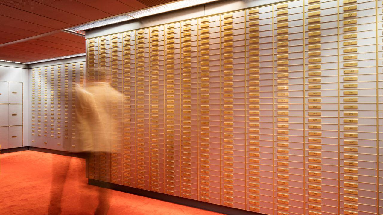 Les banques helvétiques assurent que placer des fonds d'origine douteuse sur leurs comptes est devenu quasiment impossible. [Gaetan Bally - Keystone]