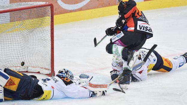 Zoug affrontera Berne en hockey sur glace