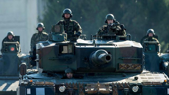 L'armée suisse en démonstration à Thoune. [Peter Schneider - Keystone]