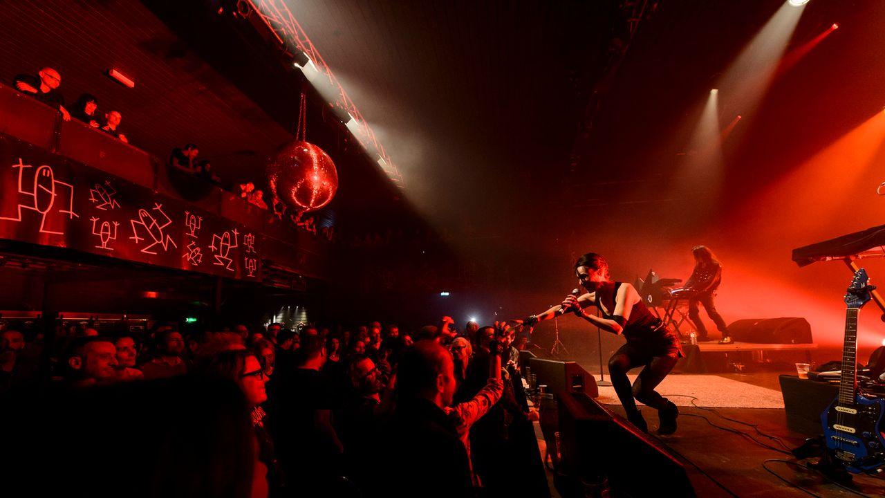 Un concert de Kas Product dans la salle des Docks à Lausanne en mai 2015. [Jean-Christophe Bott - Keystone]