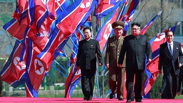 Jeudi 13 avril: le président nord-coréen Kim Jong-un lors de l'inauguration d'un grand projet résidentiel dans la capitale Pyongyang. [How Hwee Young - EPA/Keystone]