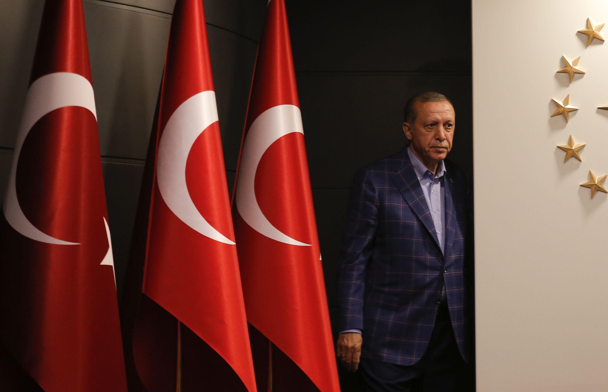 Trump félicite Erdogan pour le résultat du référendum turc — Pouvoir et alliances