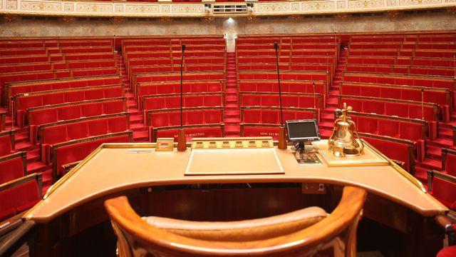 Qu'est-ce que la dissolution de l'assemblée nationale? [Gilles Targat ]
