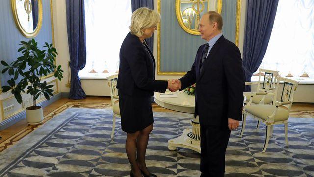 Vladimir Poutine avait reçu Marine Le Pen le 24 mars 2017. [Michael Klimentyev - Sputnik/Kremlin/EPA/Keystone]