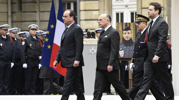 Hommage national au policier tué sur les Champs-Elysées à Paris