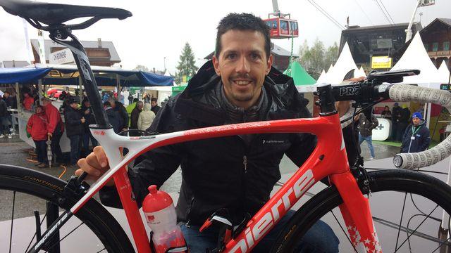 Steve Morabito a présenté son nouveau vélo à Champéry. [F.Galaud - RTS]