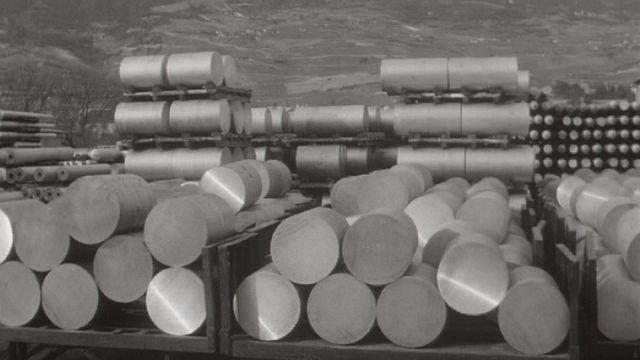 Production d'aluminium sur le site d'Alusuisse en Valais en 1969 [RTS]