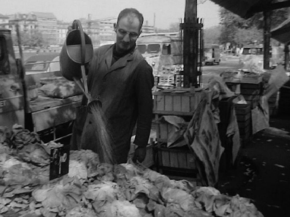 Marchand de primeurs au marché de Plainpalais, Genève, 1968. [RTS]