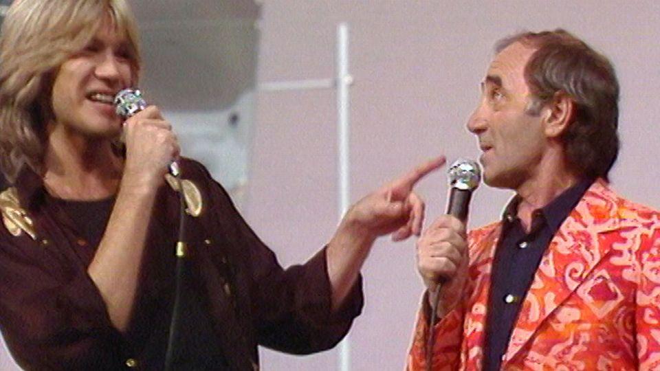 Charles Aznavour et Patrick Juvet en 1977. [RTS]
