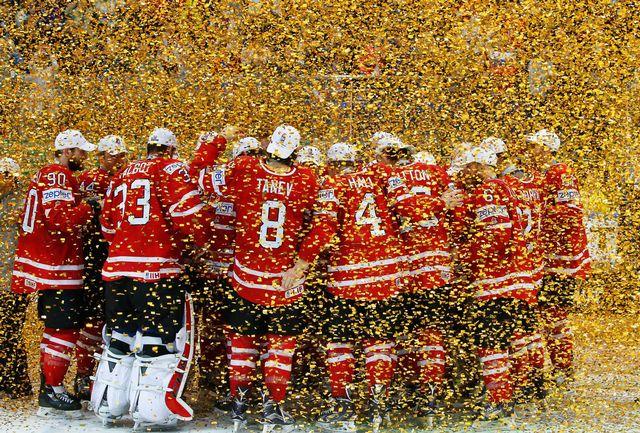 L'équipe du Canada fête la victoire au Championnat du monde 2016 de hockey. EPA/Sergei Ilnitsky Keystone [EPA/Sergei Ilnitsky - Keystone]