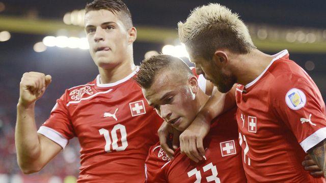 Granit Xhaka, Xherdan Shaqiri et Valon Behrami, trois joueurs dont les familles sont venues des Balkans et qui ont marqué le football suisse. Walter Bieri Keystone [Walter Bieri - Keystone]
