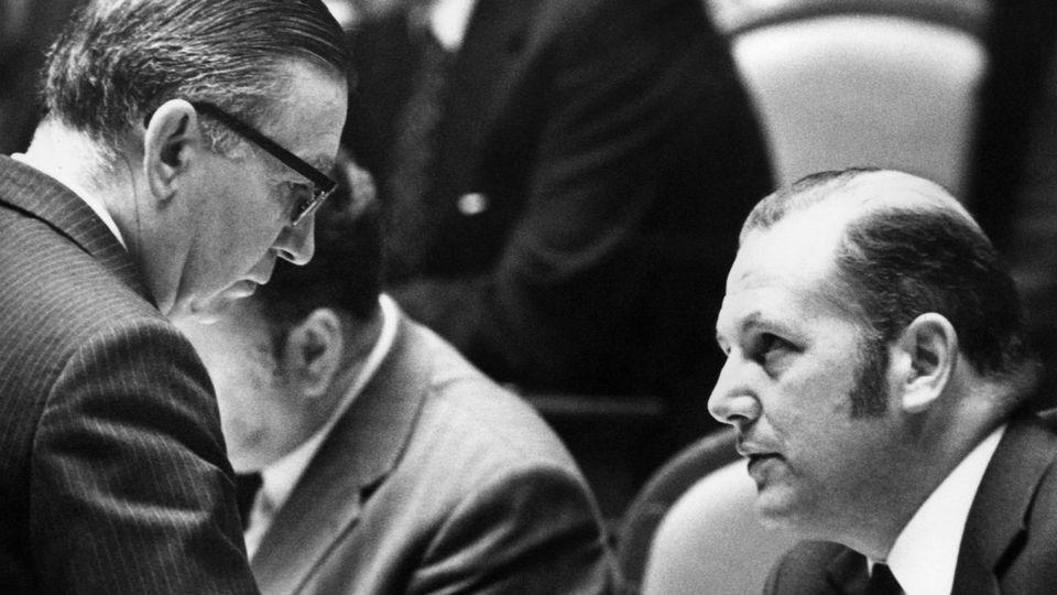 James Schwarzenbach(Parti républicain) et Valentin Oehen (AN) en 1974. [Keystone]