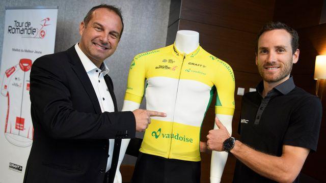 Richard Chassot pose en compagnie du coureur cycliste suisse Danilo Wyss. [Laurent Gillieron - Keystone]