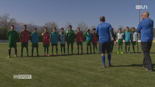 Football- Le Mag: Meyrin (GE) a mis en place une équipe de jeunes dont le développement biologique est plus tardif [RTS]