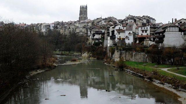 Les habitants de la ville de Fribourg pourraient devoir payer davantage d'impôts. [Jean-Christophe Bott - Keystone]