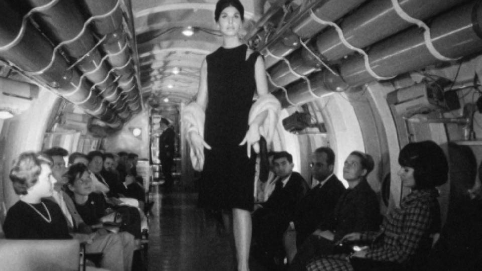 Défilé de mode au fond du Lac Léman, dans le mésoscaphe en 1964. [RTS]