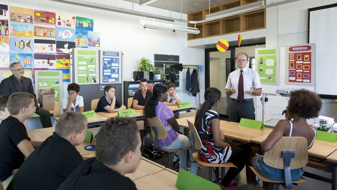 Le stress scolaire est présent chez plus d'un quart des adolescents fribourgeois (image d'illustration). [Alessandro Della Bella - Keystone]